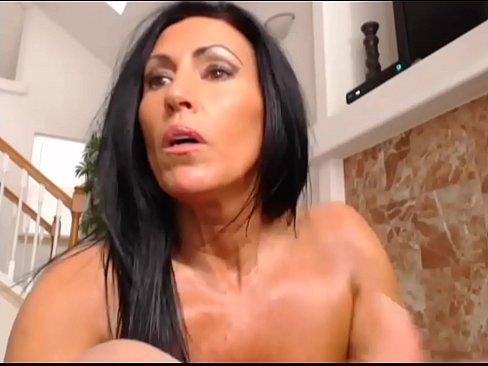 Milf Katie71 geeft een Anale Cam Show